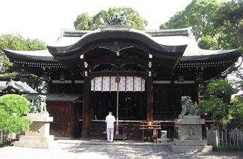 厳かな生根神社本殿